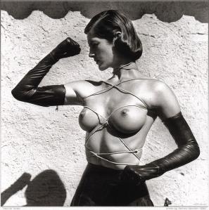 helmut-newton-art-arte-modaddiction-porno-chic-photographie-fotografia-fashion-moda-culture-cultura-4