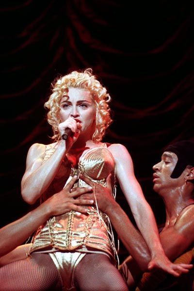 madonna-musica-cultura-historia-looks-fashion-music-moda-blond-ambition-tour