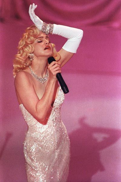 madonna-musica-cultura-historia-looks-fashion-music-moda-marylin-monroe