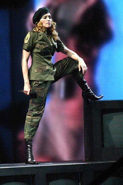 madonna-musica-cultura-historia-looks-fashion-music-moda-militar