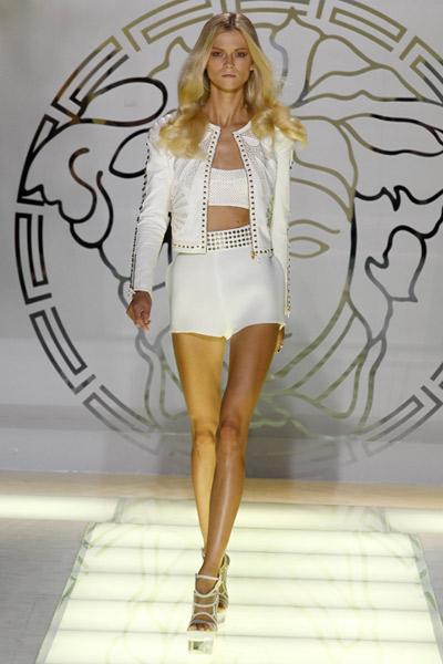 nuevo-traje-sastre-masculino-femenino-moda-fashion-tendencia-versace-primavera-verano-2012