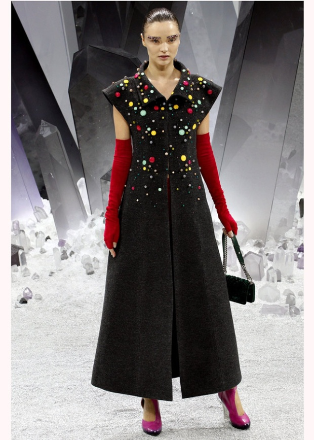 Paris-fashion-week-must-have-guantes-chanel-miranda-kerr