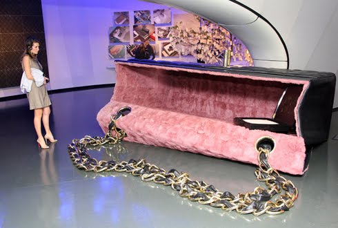 sylvie-fleury-arte-moda-bag