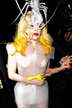 lady_gaga_fashion_moda_modaddiction_london_londres_mrchow_20