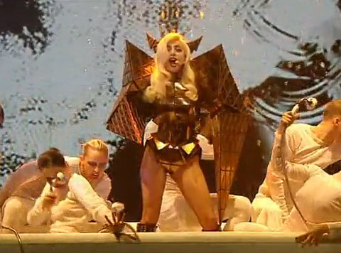 lady_gaga_fashion_moda_modaddiction_murcielago-batty