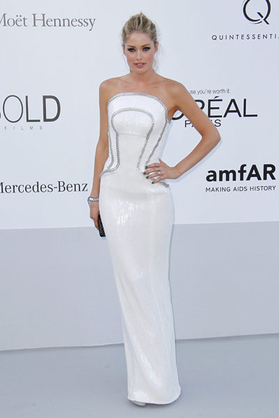 65th-cannes-film-festival-amfar-gala-modaddiction-blanco-negro-black-white-fashion-moda-trends-tendencias-Doutzen-Kroes