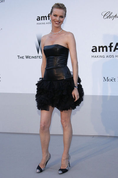 65th-cannes-film-festival-amfar-gala-modaddiction-blanco-negro-black-white-fashion-moda-trends-tendencias-Eva-Herzigova