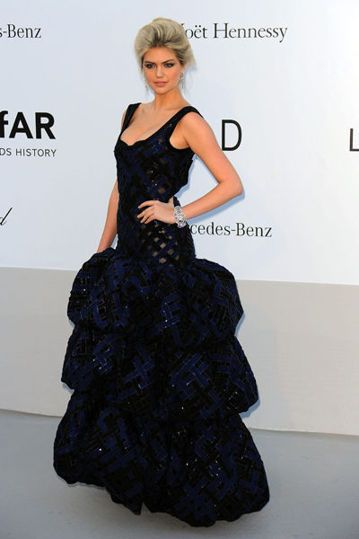65th-cannes-film-festival-amfar-gala-modaddiction-blanco-negro-black-white-fashion-moda-trends-tendencias-Kate-Upton