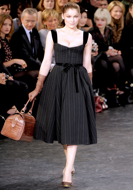 laetitia-casta-modaddiction-modelo-top-model-pasarela-catwalk-fashion-moda-people-louis-vuitton-2010