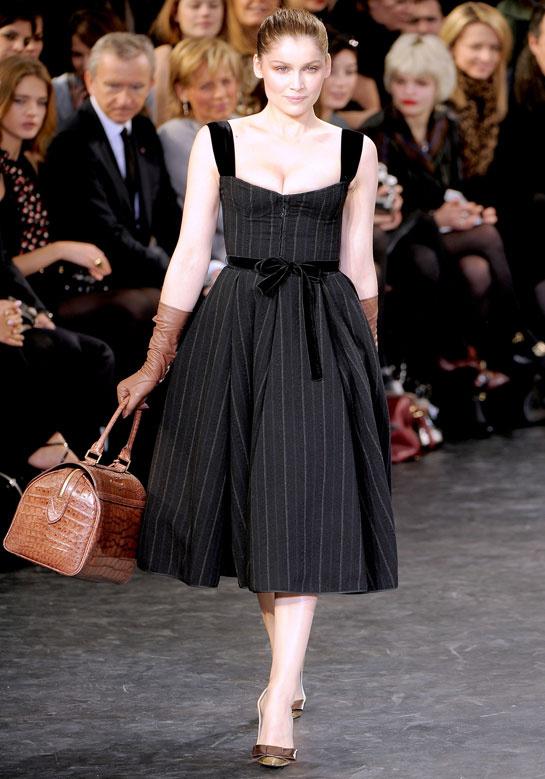 laetitia-casta-modaddiction-modelo-top-model-pasarela-catwalk-fashion-moda-people-louis-vuitton-2010