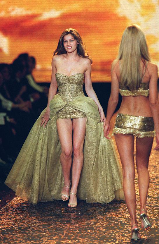 laetitia-casta-modaddiction-modelo-top-model-pasarela-catwalk-fashion-moda-people-victorias-secret-2000