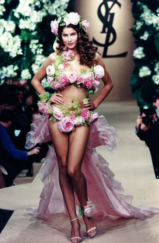 laetitia-casta-modaddiction-modelo-top-model-pasarela-catwalk-fashion-moda-people-yves-saint-laurent