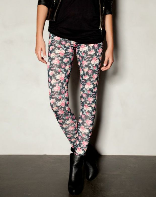alerta-rebajas-sales-modaddiction-ideas-compras-looks-estilos-moda-fashion-trends-estampado-floral-pull&bear