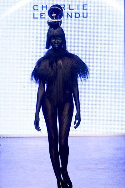 charlie-le-mindu-peluqueria-haircut-modaddiction-london-londres-moda-fashion-trends-tendencias-6