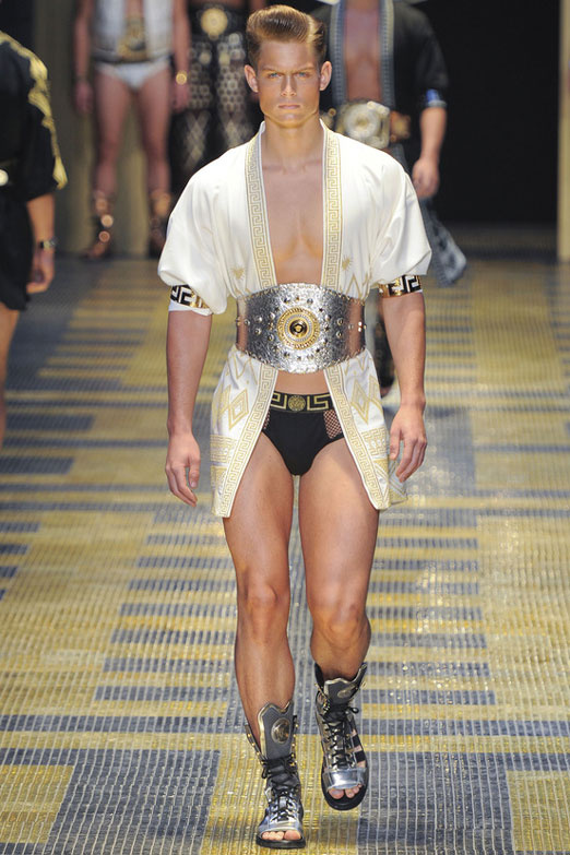 looks-locos-crazy-estilos-fashion-week-milan-londres-modaddiction-men-wear-hombre-moda-fashion-trends-tendencias-versace