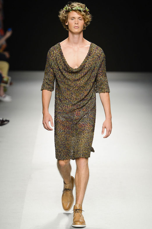 looks-locos-crazy-estilos-fashion-week-milan-londres-modaddiction-men-wear-hombre-moda-fashion-trends-tendencias-Vivienne-Westwood