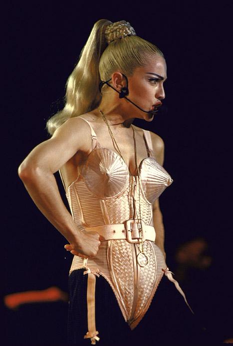 maison-luxe-modelos-leyenda-lujo-modaddiction-moda-fashion-lujo-trends-tendencias-jean-paul-gaultier-corsé-madonna
