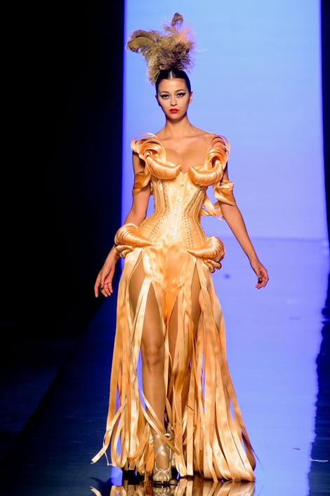 maison-luxe-modelos-leyenda-lujo-modaddiction-moda-fashion-lujo-trends-tendencias-jean-paul-gaultier-corsé