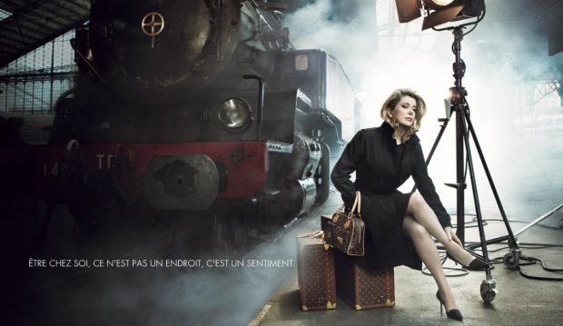 maison-luxe-modelos-leyenda-lujo-modaddiction-moda-fashion-lujo-trends-tendencias-louis-vuitton-monogramme-maleta-luggage-catherine-deneuve