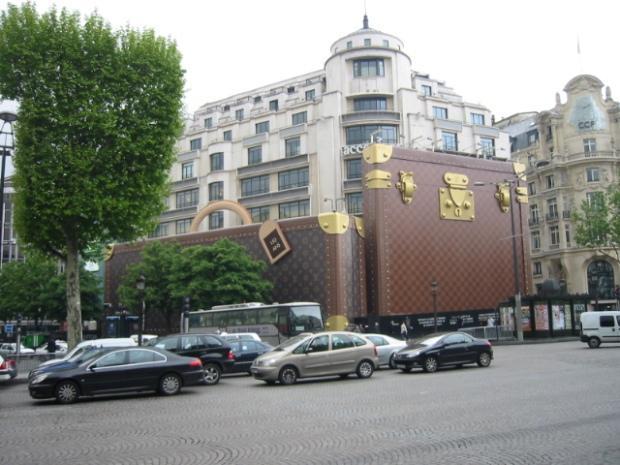 maison-luxe-modelos-leyenda-lujo-modaddiction-moda-fashion-lujo-trends-tendencias-louis-vuitton-monogramme-maleta-luggage