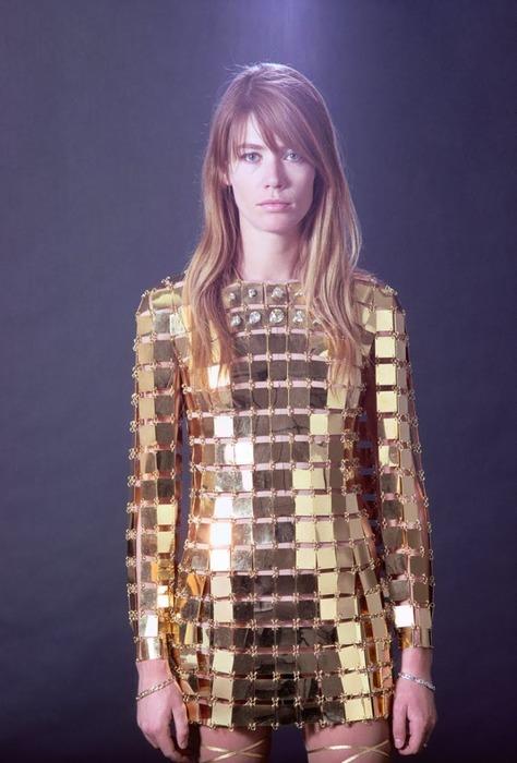maison-luxe-modelos-leyenda-lujo-modaddiction-moda-fashion-lujo-trends-tendencias-paco-rabanne-metalico-françoise-hardy