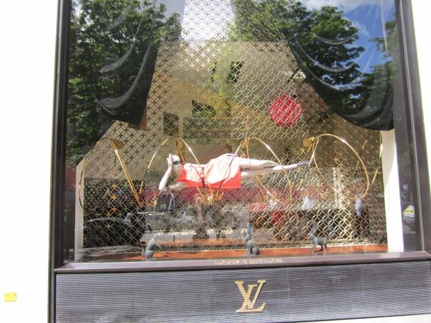 paris-saturday-sabado-modaddiction-moda-fashion-trends-tendencias-cultura-culture-Champs-elysées-louis-vuitton-2