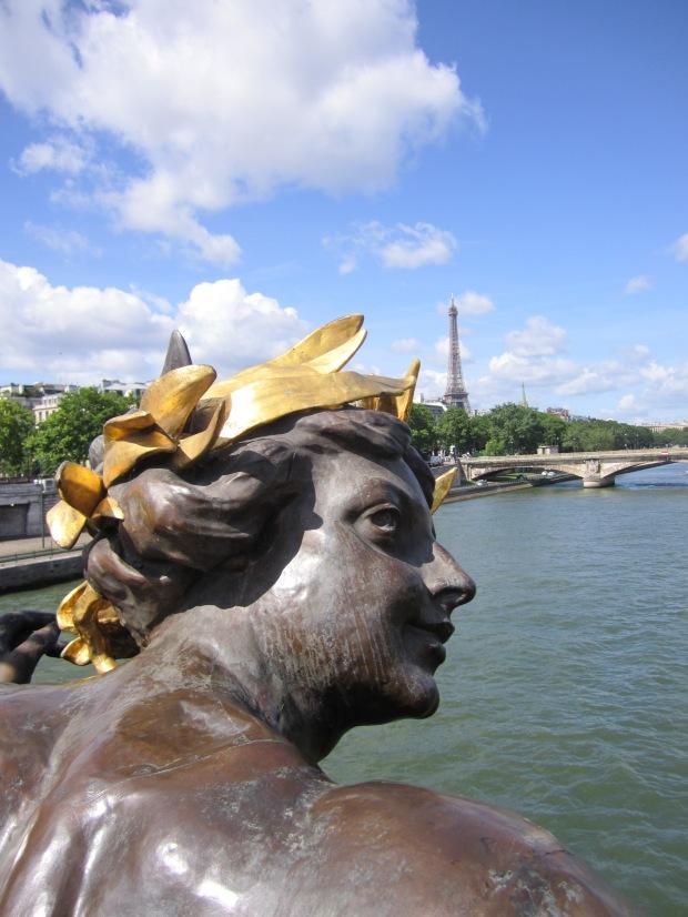 paris-saturday-sabado-modaddiction-moda-fashion-trends-tendencias-cultura-culture-puente-alejandro-III-torre-eiffel