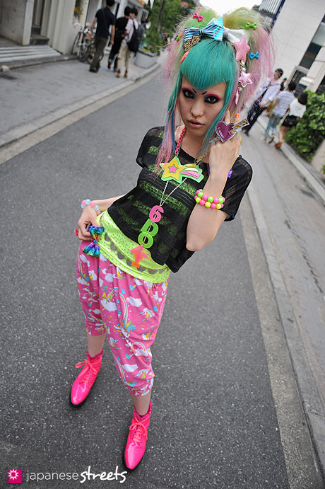 streetlooks-japanese-trendy-fashion-moda-strange-harayuku-modaddiction_3