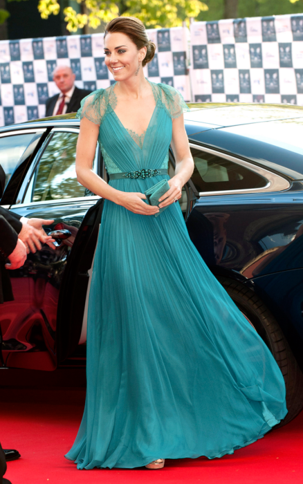 best-dressed-mejor-vestidos-vanity-fair-modaddiction-moda-fashion-elegancia-ranking-people-famosos-kate-middleton-duquesa-cambridge