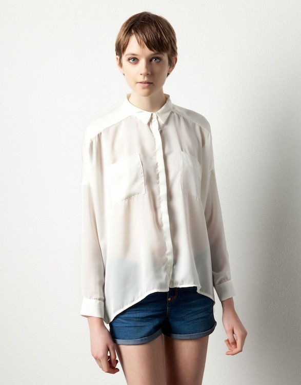 camisa-blanca-imprescindible-white-shirt-must-have-modaddiction-moda-fashion-verano-otono-invierno-summer-autumn-winter-trends-tendencias-pull-&-bear