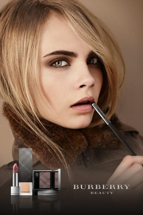 cara-delevingne-top-model-british-fashion-beauty-burberry-zara-chanel-hm-trends-modaddiction