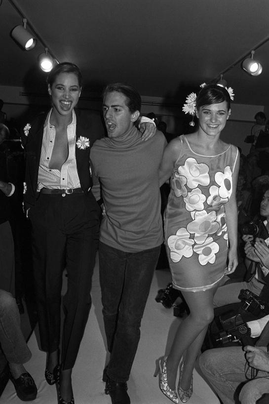 esmoquin-femenino-smoking-mujer-modaddiction-trends-tendencias-chic-glamour-moda-fashion-elegancia-Christy-Turlington-Marc-Jacobs-1988
