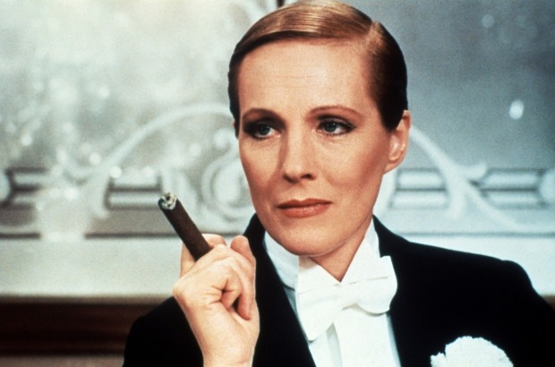 esmoquin-femenino-smoking-mujer-modaddiction-trends-tendencias-chic-glamour-moda-fashion-elegancia-julie-andrews