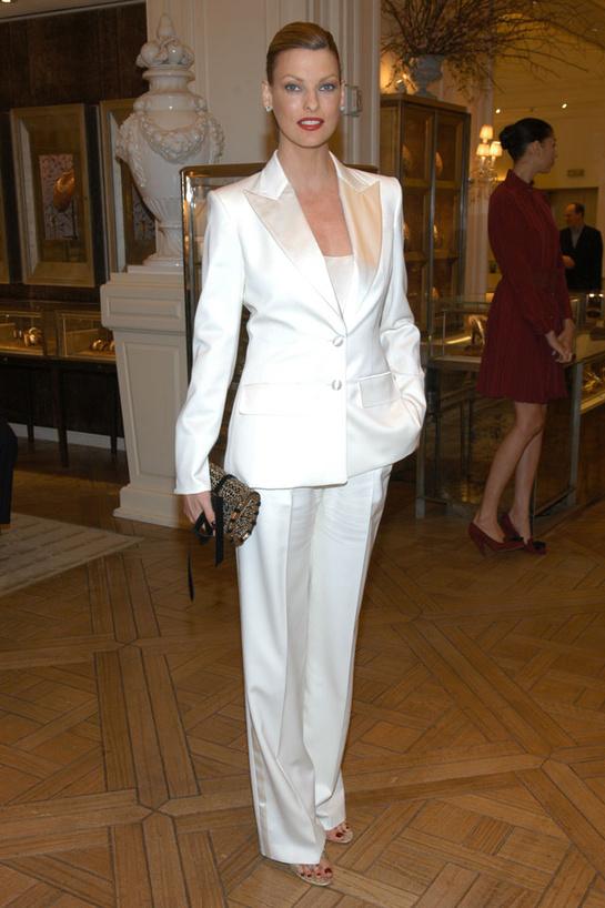 esmoquin-femenino-smoking-mujer-modaddiction-trends-tendencias-chic-glamour-moda-fashion-elegancia-Linda-Evangelista-2005