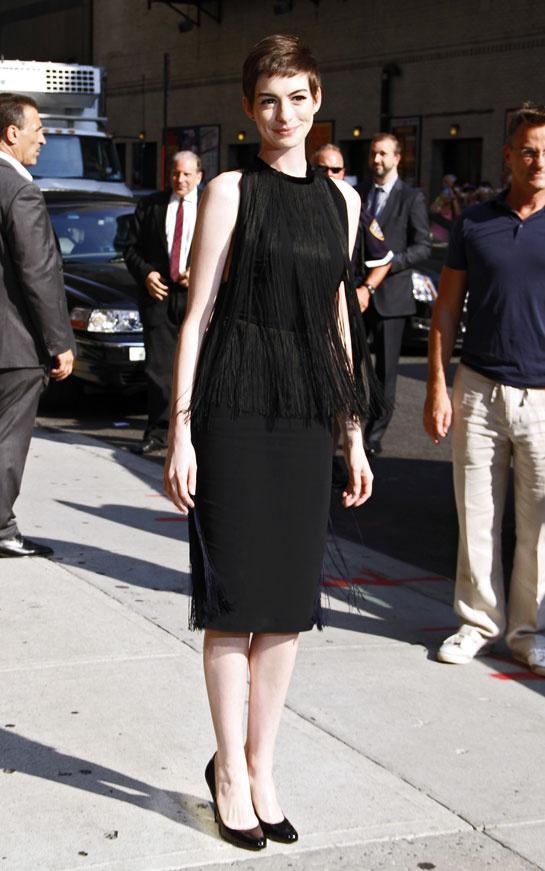 moda-fashion-pasarela-desfile-catwalk-fashion-week-alfombra-roja-red-carpet-modaddiction-trends-tendencias-estrellas-people-anne-hathaway-stella-mccartney-1
