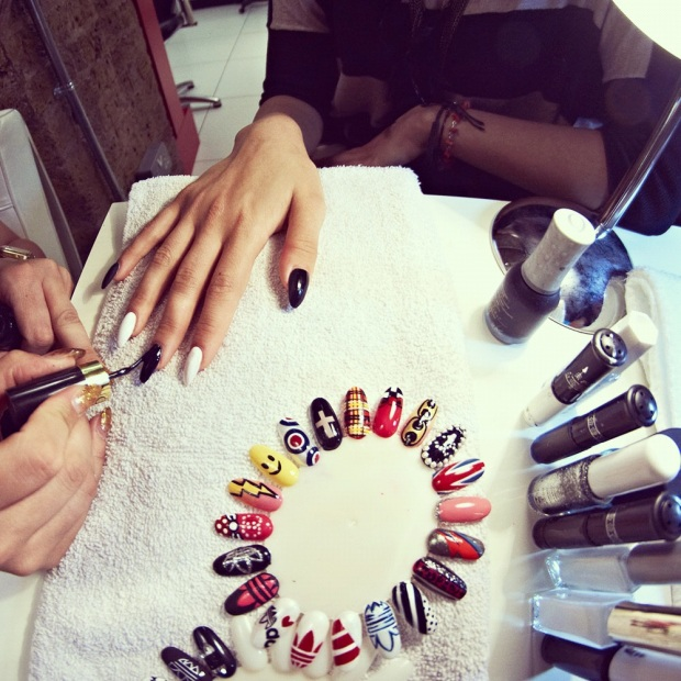 adidas_nails_trendy_art_tendencia-sophy-robson-modaddiction