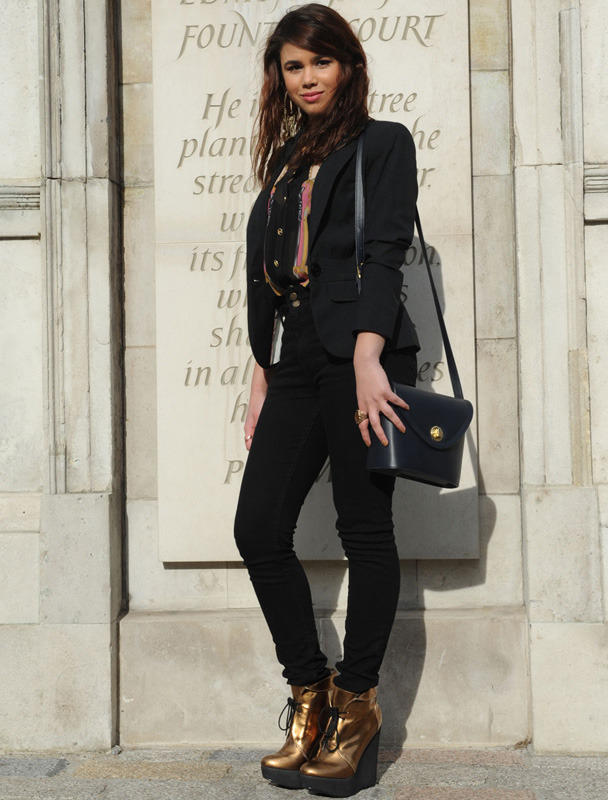 londres-moda-calle-london-street-style-modaddiction-street-look-fashion-week-moda-londres-london-trends-tendencias-gold