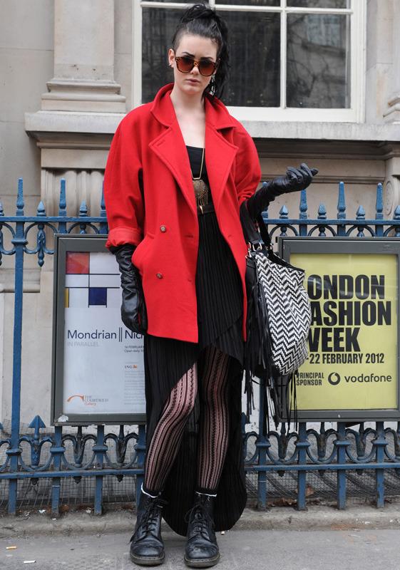 londres-moda-calle-london-street-style-modaddiction-street-look-fashion-week-moda-londres-london-trends-tendencias-grunge