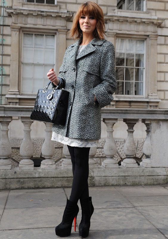 londres-moda-calle-london-street-style-modaddiction-street-look-fashion-week-moda-londres-london-trends-tendencias-negro-blanco