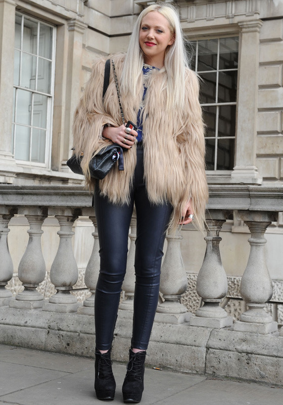 londres-moda-calle-london-street-style-modaddiction-street-look-fashion-week-moda-londres-london-trends-tendencias-pieles