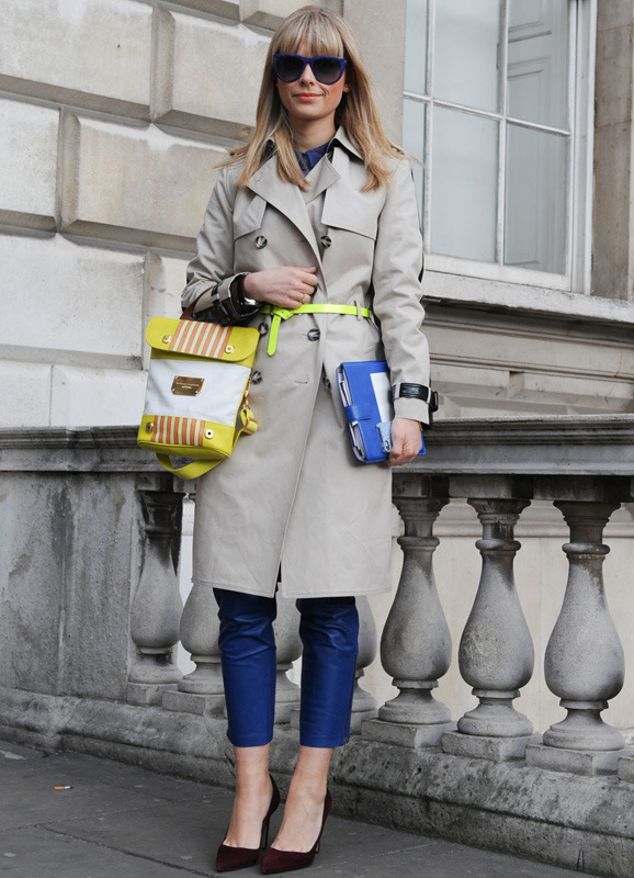 londres-moda-calle-london-street-style-modaddiction-street-look-fashion-week-moda-londres-london-trends-tendencias-trench