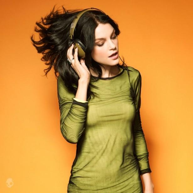 skullcandy-models-modelos-supermodelos-top-models-modaddiction-fashion-moda-trends-tendencia-campana-campaign-Jessica-Stam-skullcandy-3