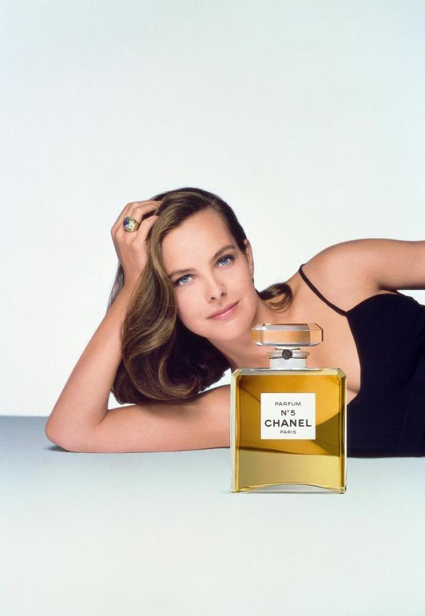 chanel-n°5-brad-pitt-perfume-fragancia-frangance-coco-chanel-paris-modaddiction-moda-fashion-elegancia-trends-tendencias-parfum-carole-bouquet