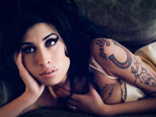 famosos-hipster-estilo-people-celebs-estrellas-modaddiction-moda-fashion-hipster-style-men-women-trends-tendencias-hollywood-amy-winehouse