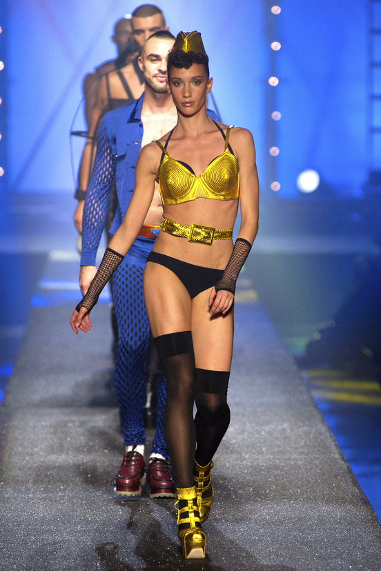 Jean-Paul-Gaultier-paris-fashion-week-modaddiction-spring-summer-2013-primavera-verano-2013-moda-fashion-trends-tendencias-looks-1980-estilo-1980-2