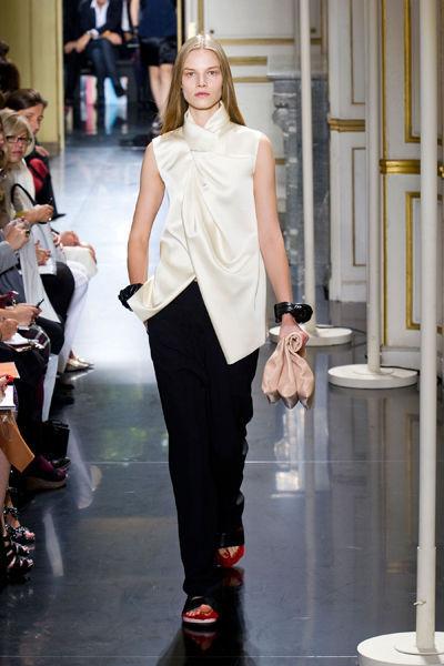 paris-fashion-week-must-have-primavera-verano-2013-spring-summer-2013-modaddiction-moda-fashion-trends-tendencias-semana-moda-camiseta-céline