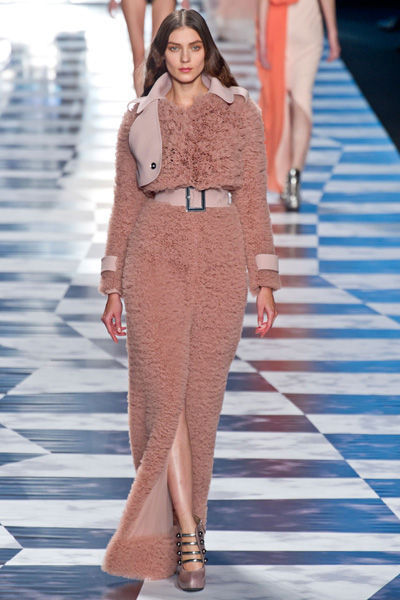 paris-fashion-week-must-have-primavera-verano-2013-spring-summer-2013-modaddiction-moda-fashion-trends-tendencias-semana-moda-trench-viktor-&-rolf