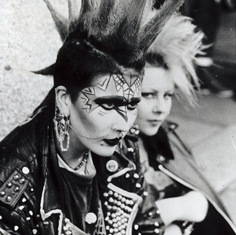 punk-metropolitan-new-york-nueva-york-met-modaddiction-exhibition-exposicion-moda-fashion-trends-tendencias-cultura-culture-musica-music-punk-4