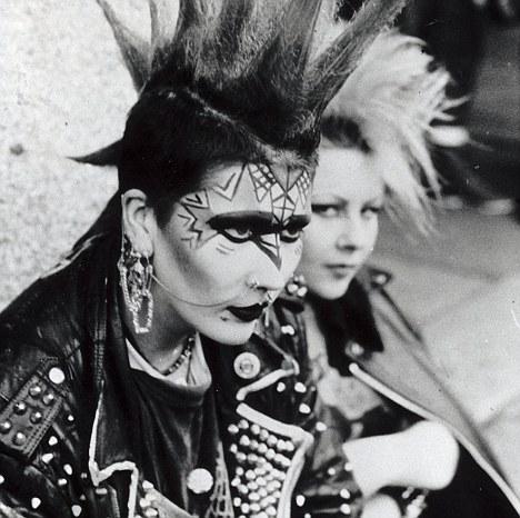 punk-metropolitan-new-york-nueva-york-met-modaddiction-exhibition-exposicion-moda-fashion-trends-tendencias-cultura-culture-musica-music-punk-4