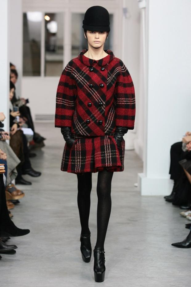 nicolas-ghesquiere-balenciaga-modaddiction-disenador-moda-designer-fashion-paris-pasarelas-musas-estilo-silueta-cocoon-2006-2007